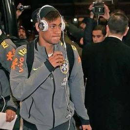 Neymar listening to his pre-game soccer playlist