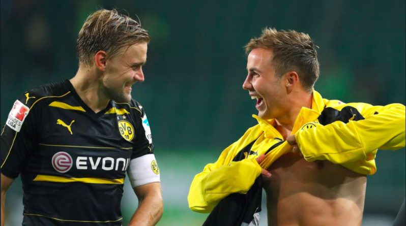 Mario Gotze gives jerseys to two young BVB fans