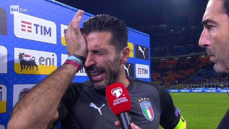 Gianluigi Buffon says he will accept offer to play again for Italy