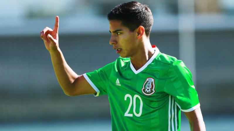 Diego Lainez playing for Mexico