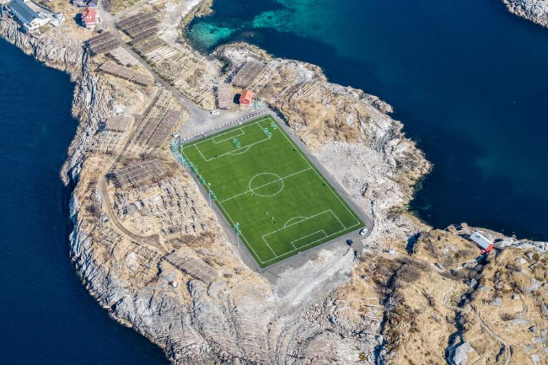 pictures of amazing stadiums, Henningsvaer Stadion
