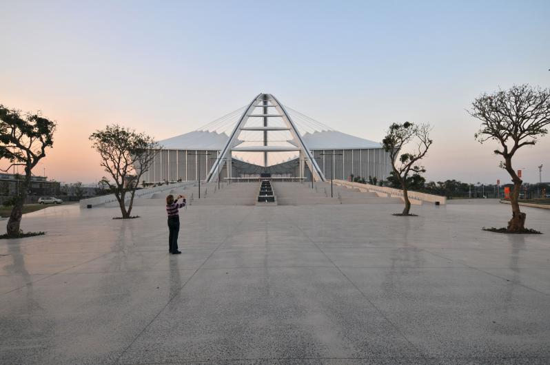 pictures of amazing stadiums, moses mabhida walk