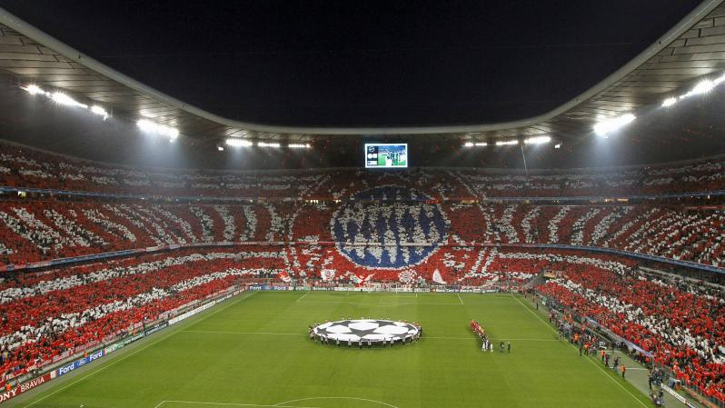 pictures of amazing stadiums, Allianz Arena giant emblem