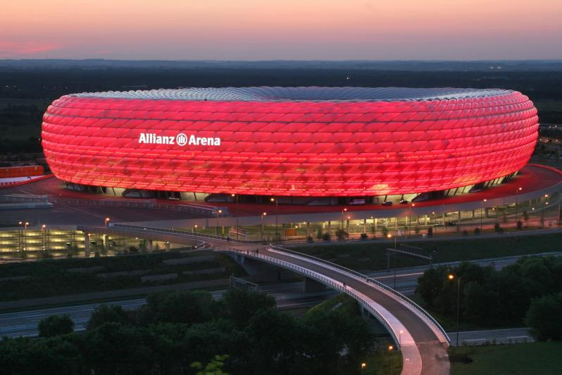 pictures of amazing stadiums, allianz arena lit up