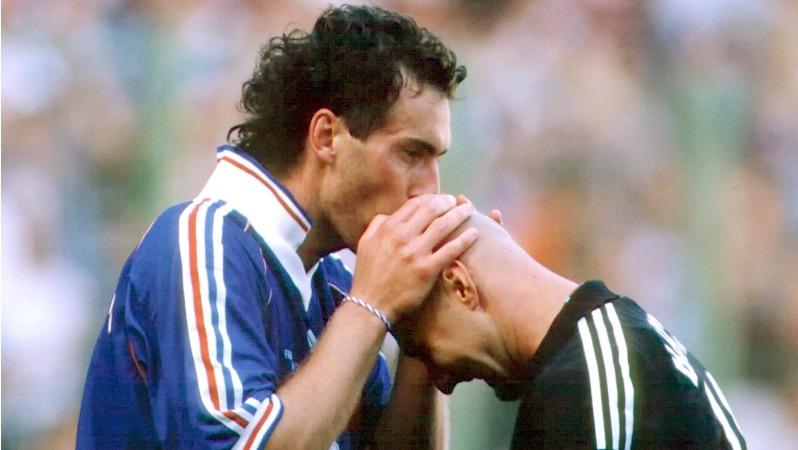 Hasil gambar untuk kiss barthez head