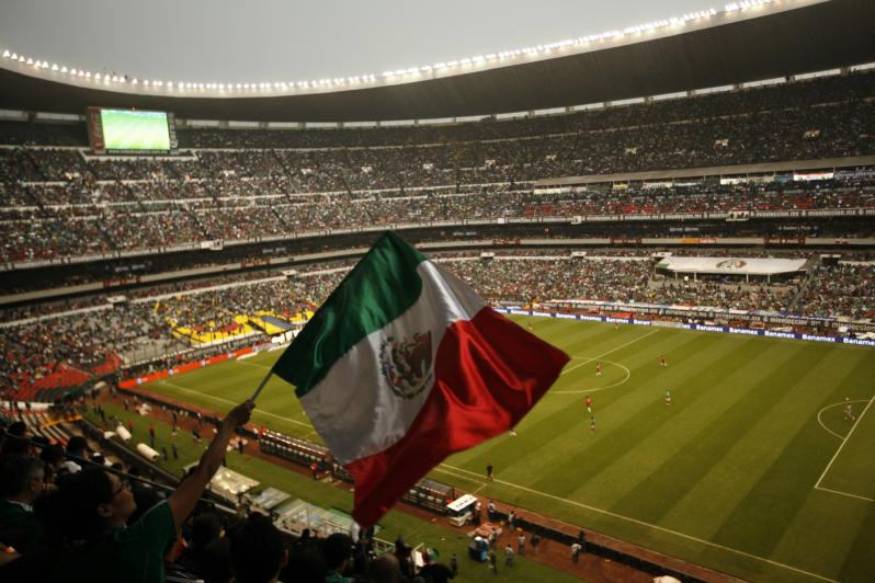 pictures of amazing stadiums, estadio azteca flag