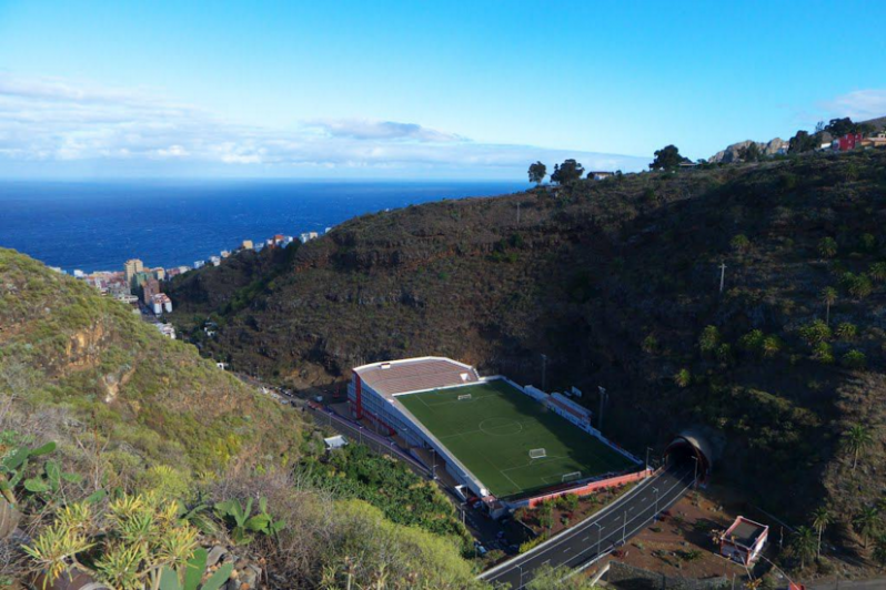 pictures of amazing stadiums, Estadio Silvestre Carillo sea